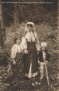 Mesageri-ai-portului-national-Familia-regala-a-Romaniei-3
